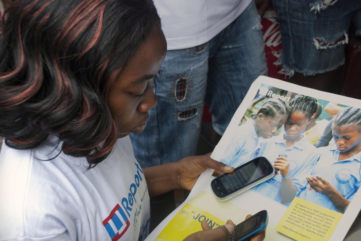 3.UNICEF.Cellphone.Girl.PosterUNI178337.JPG