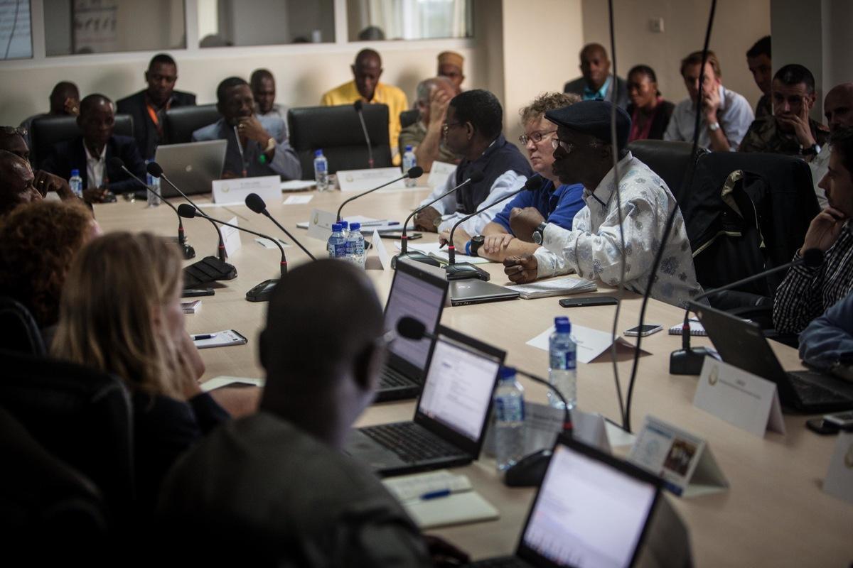10. Guinea.Meeting.Hawkey_ebola_20150629_0016 - Copy -2-.jpg