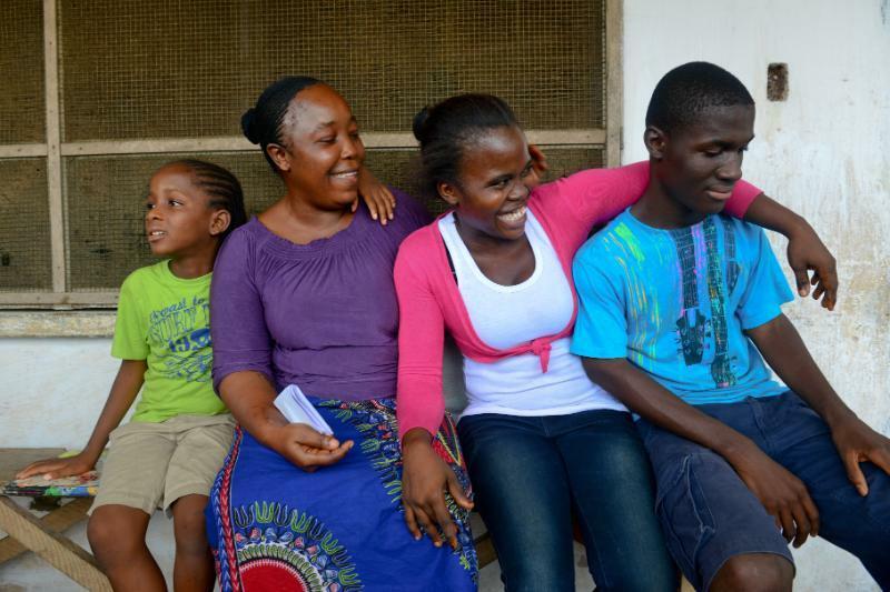 4.UNICEF.Orphans.Caretaker.UNI175187.jpg